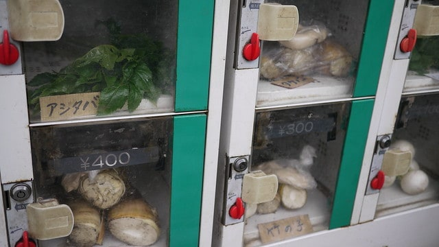 fresh vegetable vending machine japan