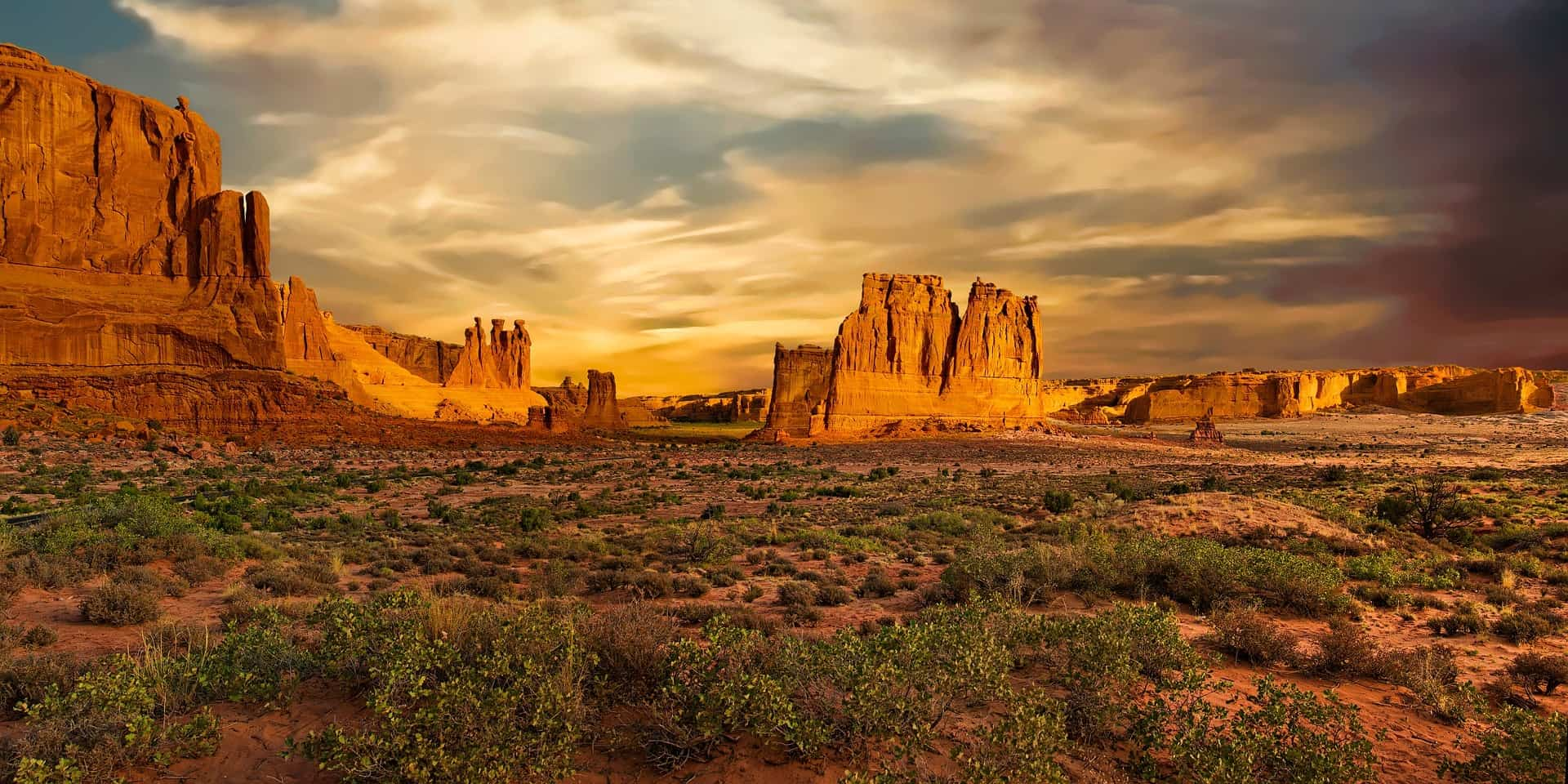 courthouse towers best hikes arches national park