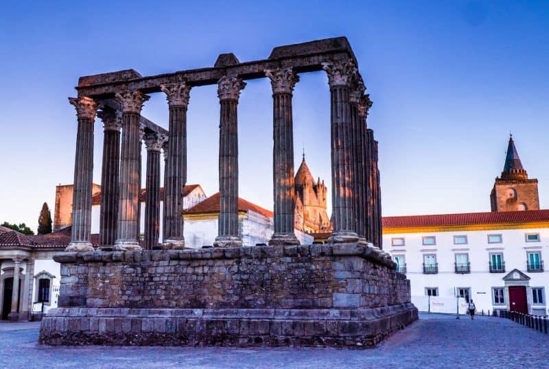 evora-roman-ruins
