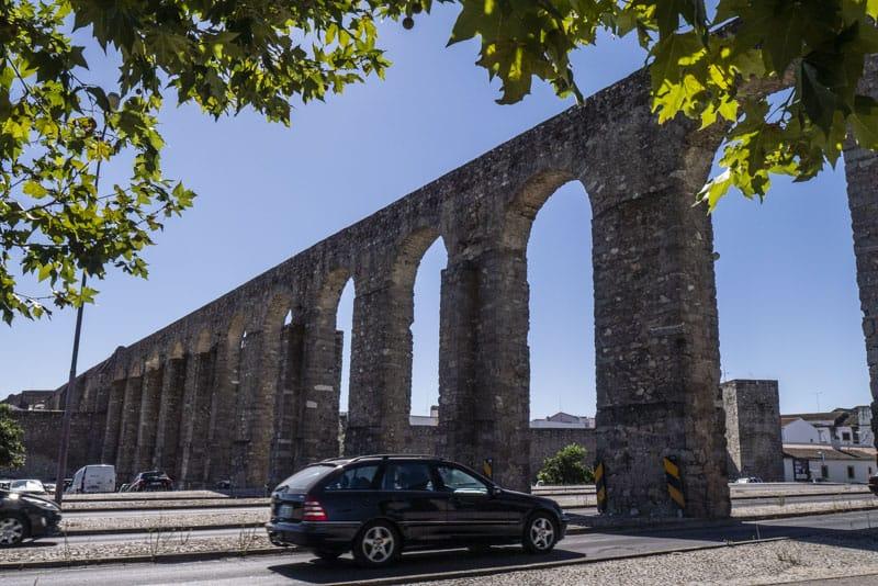 evora aquaduct